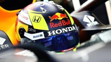 Checo Pérez presenta su primer casco Red Bull