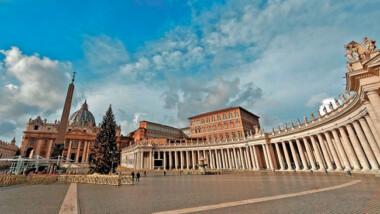 Vaticano sancionará hasta con despido a quienes no se vacunen contra COVID-19