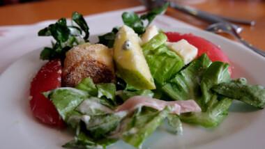 Comer a deshoras u omitir comidas dañan la salud