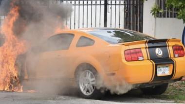 Se incendia Mustang del exrector de la UTM