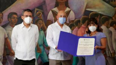 Recibe Leticia Sánchez Medel Premio Nacional de Periodismo FILEY