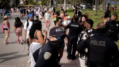 Florida firma ley que elimina todas las restricciones vinculadas al Covid-19