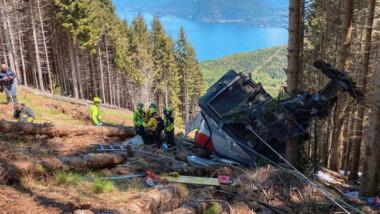 Se estrella teleférico en Italia; hay 13 muertos