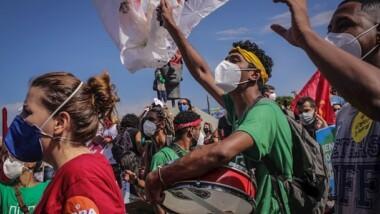 Brasileños reprueban a Bolsonaro el manejo del Covid-19