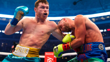 Canelo Álvarez mandó al hospital a Billy Joe Saunders con posible fractura