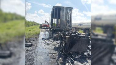 Se incendia tráiler en la Mérida-Campeche