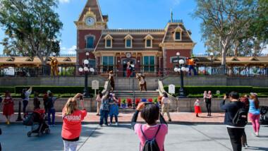 Disneyland reabre sus puertas en California tras más de un año cerrado