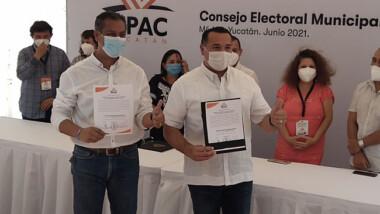 Renán recibe su constancia de mayoría como Alcalde de Mérida