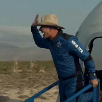 Histórico: Jeff Bezos realizó con éxito el primer vuelo al espacio con la nave New Shepard