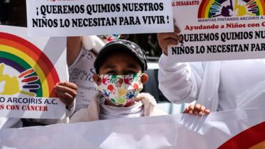 Padres y madres de niños con cáncer marcharon para exigir medicamentos