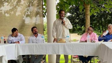 'Coquetea' Sahuí con Morena