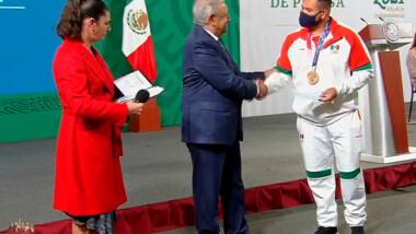 Gobierno entrega premios a medallistas de Tokio 2020 por 110 millones de pesos